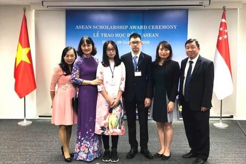 Tự hào 2 học sinh Đoàn Thị Điểm giành học bổng ASEAN 2019