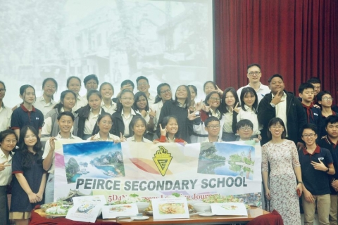 Giao lưu với học sinh trường Trung học Peirce, Singapore