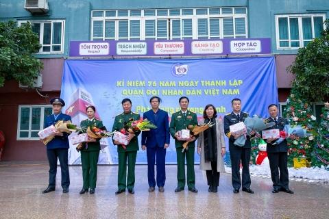 Thầy trò Đoàn Thị Điểm chào mừng ngày thành lập Quân đội nhân dân Việt Nam