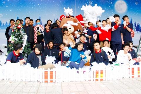 Đoàn Thị Điểm rộn ràng không khí Giáng sinh